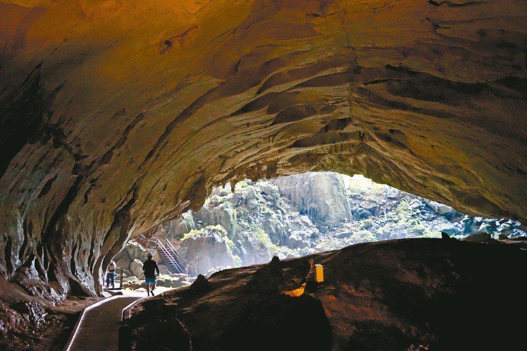 姆魯山國家公園以獨特且巨大的天然石灰岩洞穴群與罕見石林聞名於世。 圖/游慧君、陳...