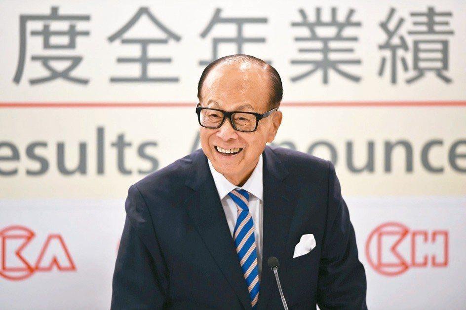 李嘉誠的經營成就令他成為香港首富,被譽為「李超人」,且一直是媒體關注的焦點。 法...