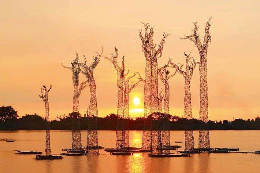 〈花非花 樹非樹〉,不鏽鋼,尺寸依場地而定。 人文遠雄博物館/提供