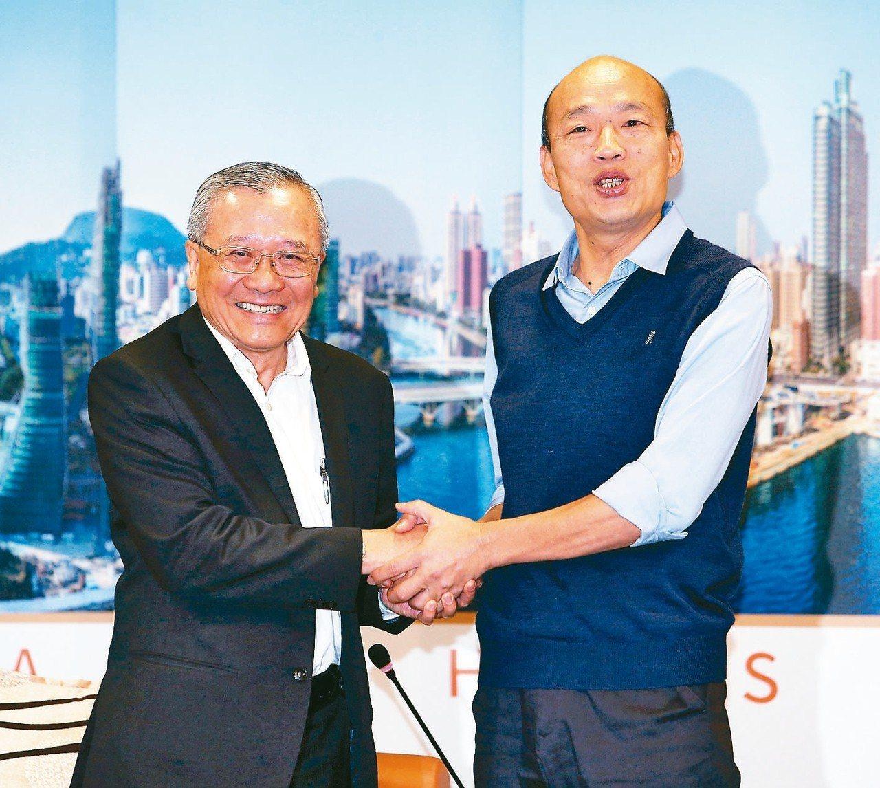 高雄市長韓國瑜(右)表示,若陳其邁確定接政院副院長,一定會大力幫助高雄。 記者劉...
