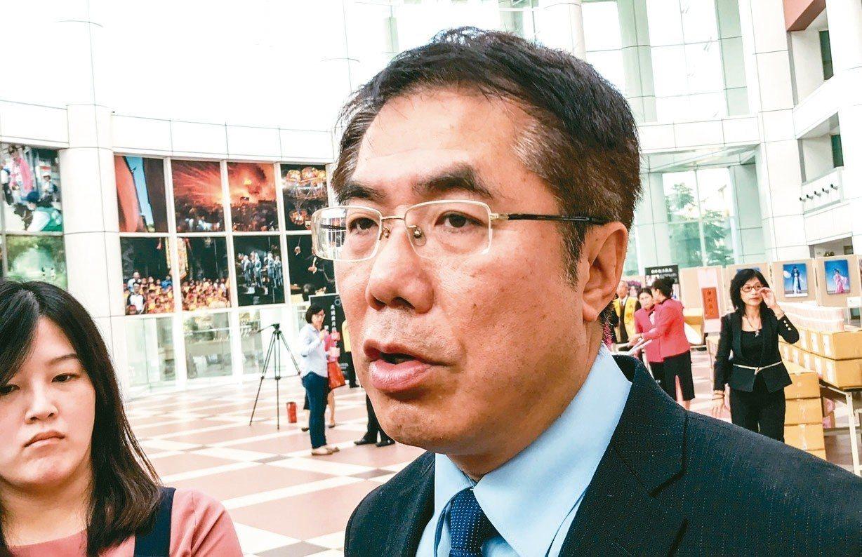 台南市長黃偉哲說,賴清德蹲下是為了躍起。 記者鄭維真/攝影