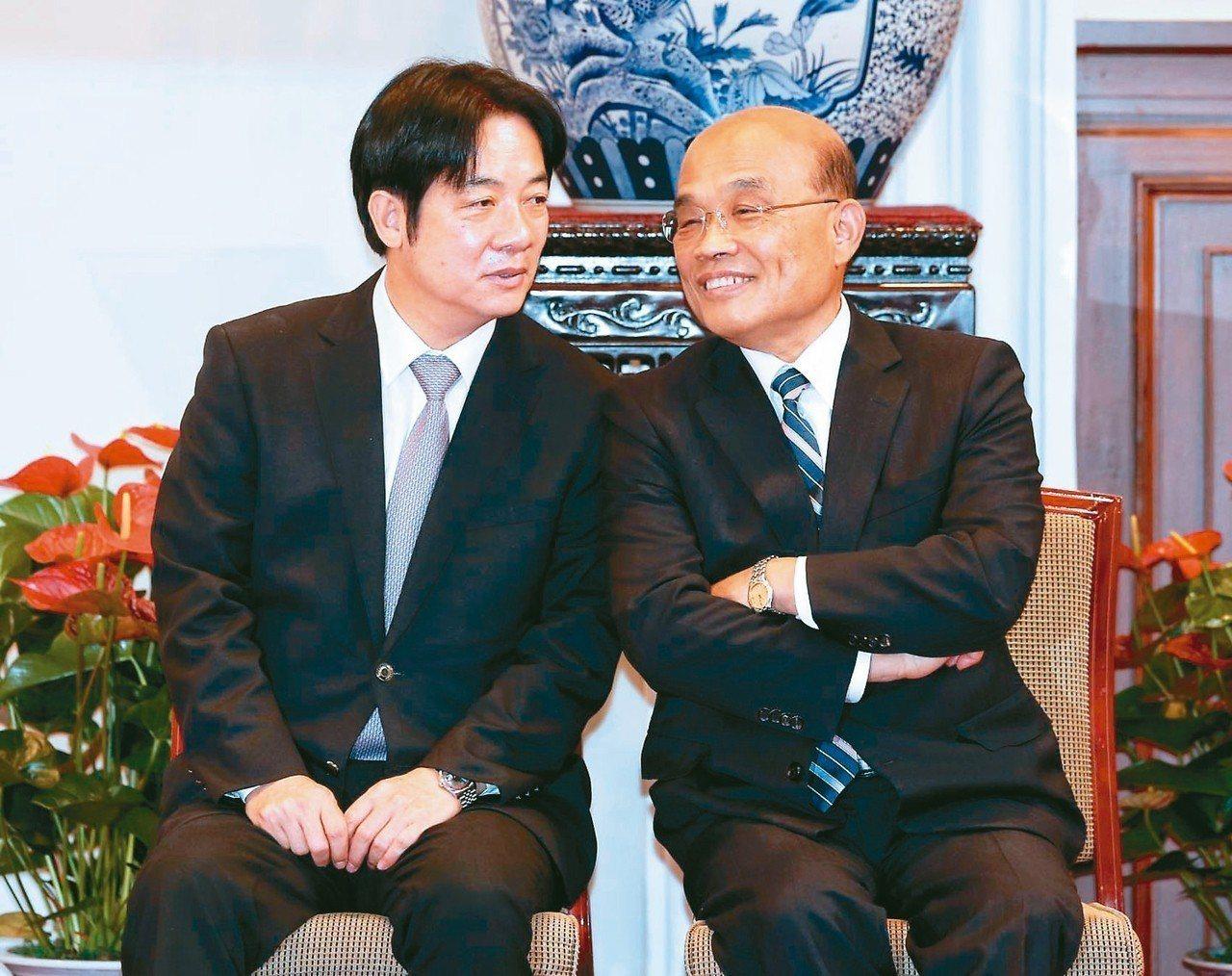 總統府上午舉行記者會,辭去行政院長的賴清德(左)與將接任閣揆的蘇貞昌(右)都到場...