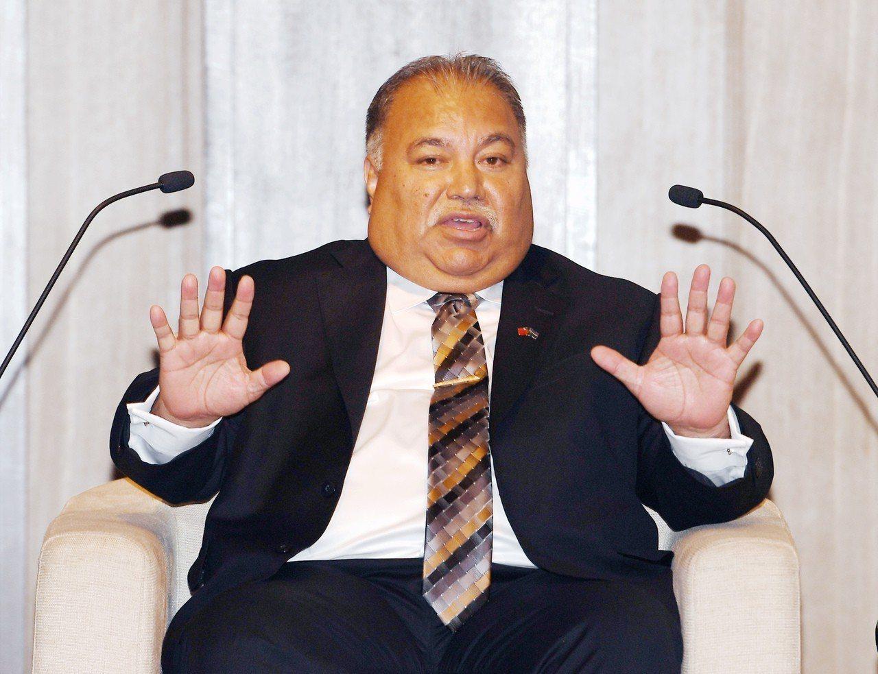 諾魯共和國總統瓦卡(H.E. Baron Divavesi Waqa)11日在台...