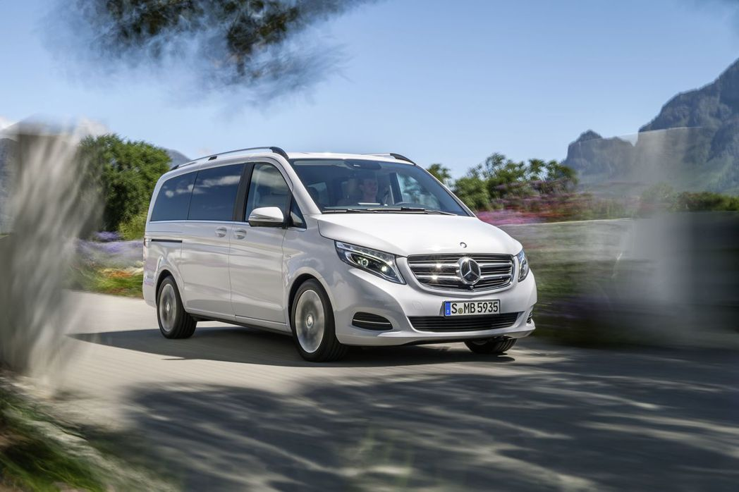 Mercedes-Benz_V-Class「給最多人_享受最好」,春節出遊頂級玩樂最聰明選擇。 圖/台灣賓士提供