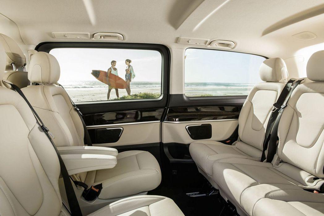 V-Class豪華商旅車不只安全科技完整配備,7-8人空間完整配備,空間使用效率...