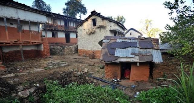 母子三人被發現在一間簡陋的小屋中身亡。圖擷自CNN