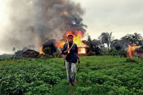 緬甸邊境戰火:逃難恐慌,政府部隊、若開軍、羅興亞人三方亂鬥