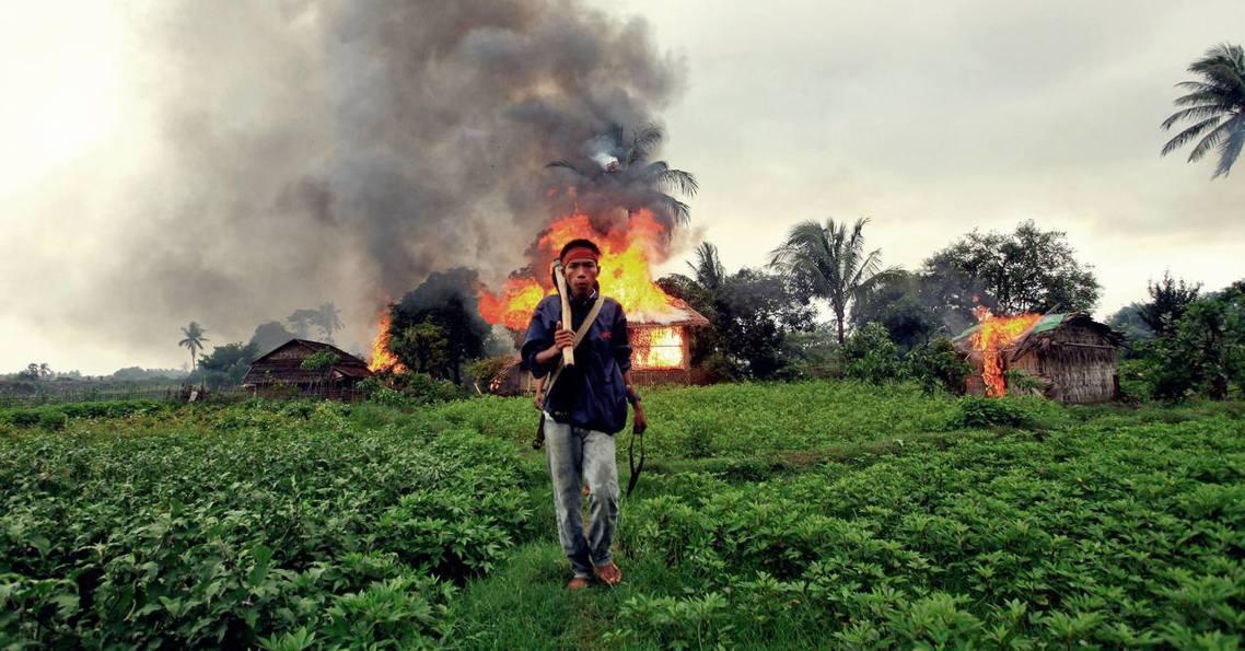 緬甸若開邦的「政府軍–若開羅興亞救世軍–若開軍」三方武力衝突,再次升級。 圖/路...