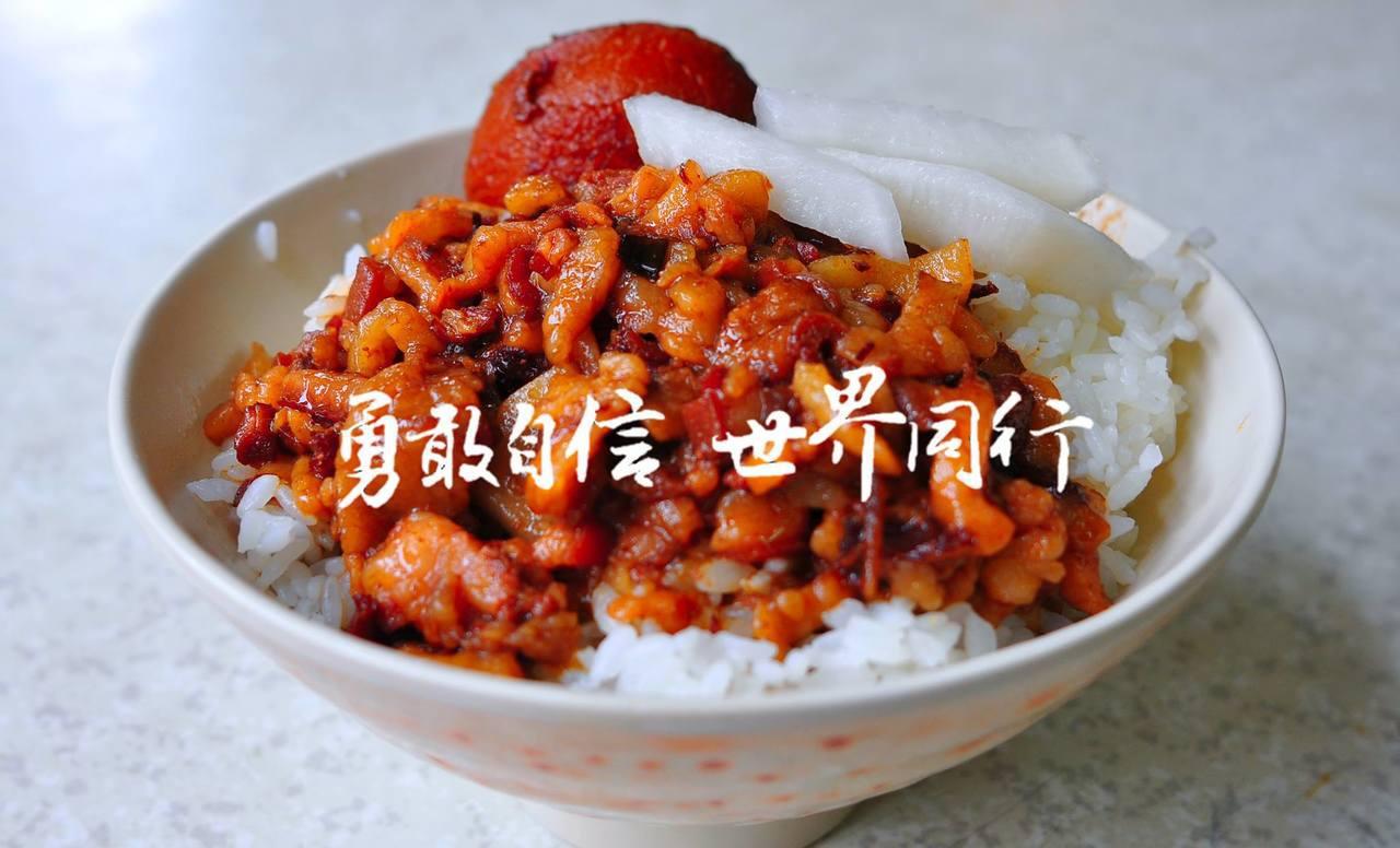 台灣駐慕尼黑辦事處將臉書粉專的封面照換成滷肉飯,立刻掀起網友熱議。圖片來源/...