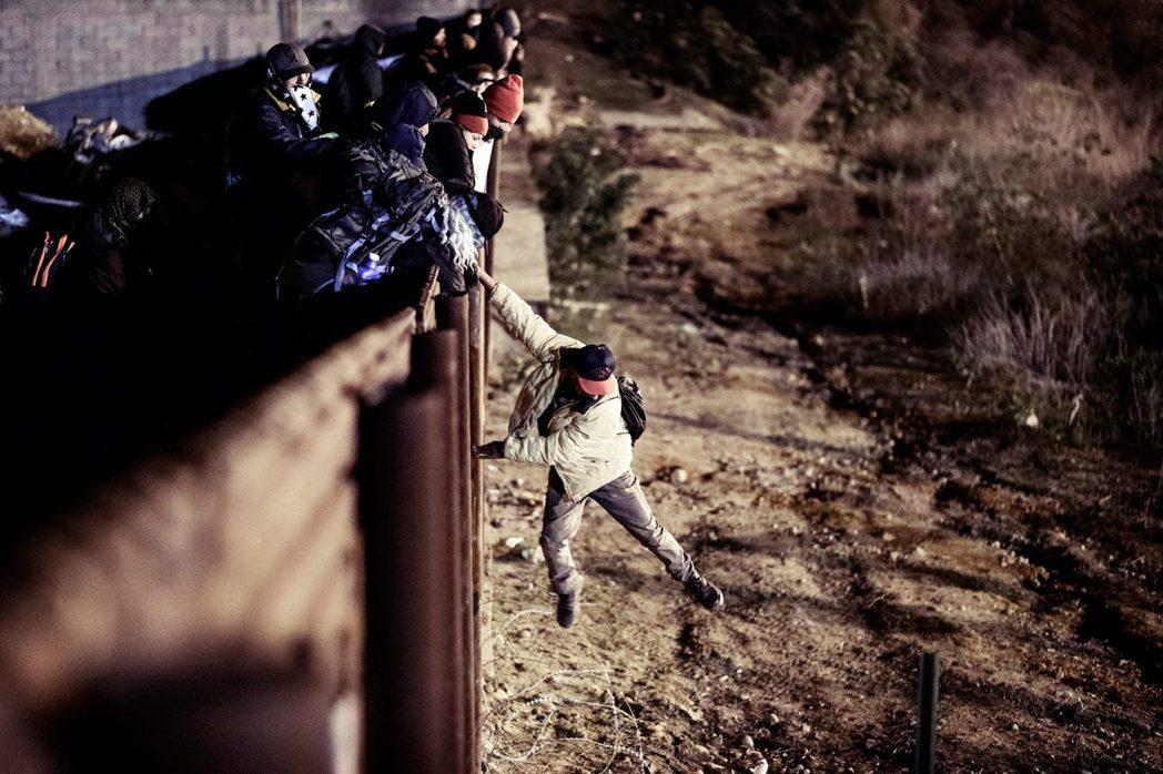 中南美的難民都是毒騾?圖為試圖衝入美國的中美「大型移民團」(Migrant Ca...