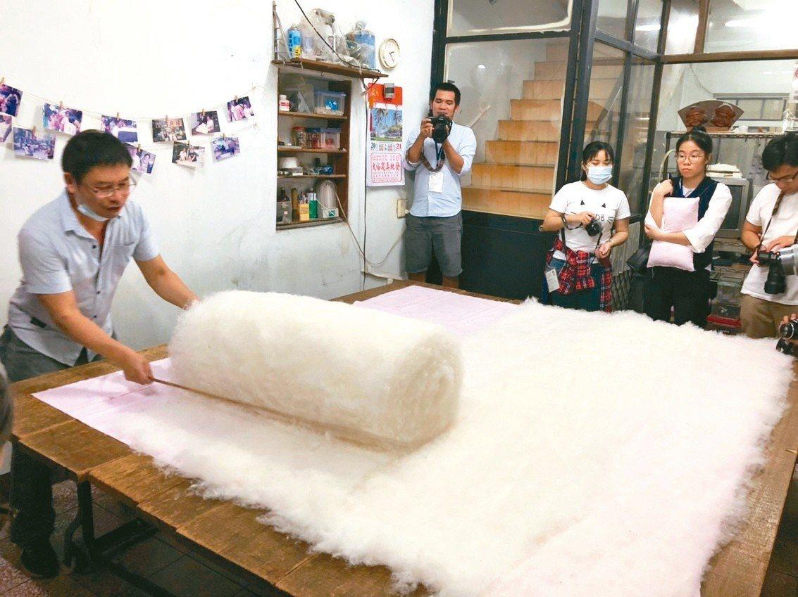 雲林斗六太平老街手工棉被店。