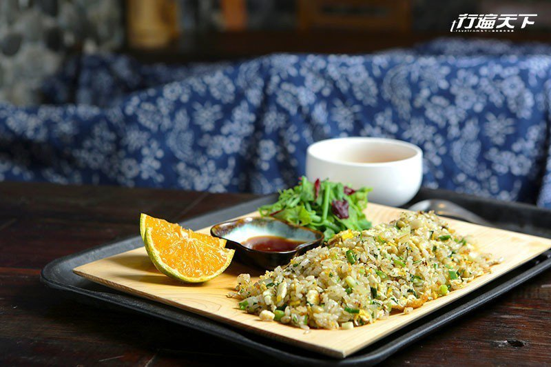 塔香樹豆炒飯裡吃得到原住民特有的樹豆,可增加口感。  攝影 行遍天下