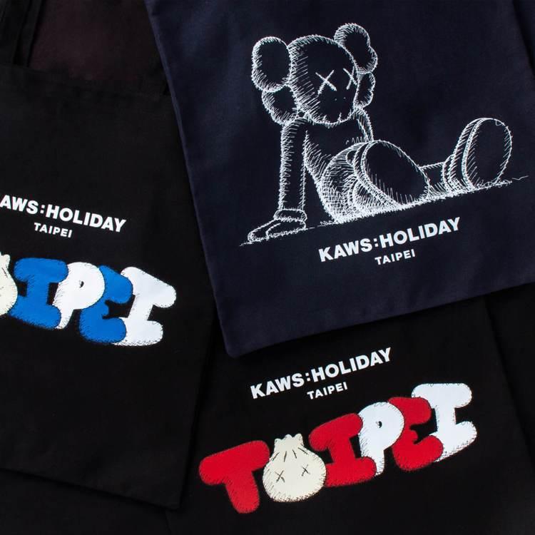 KAWS:HOLIDAY 限量手提袋(3 款),1,600元。圖/JFJ Pro...