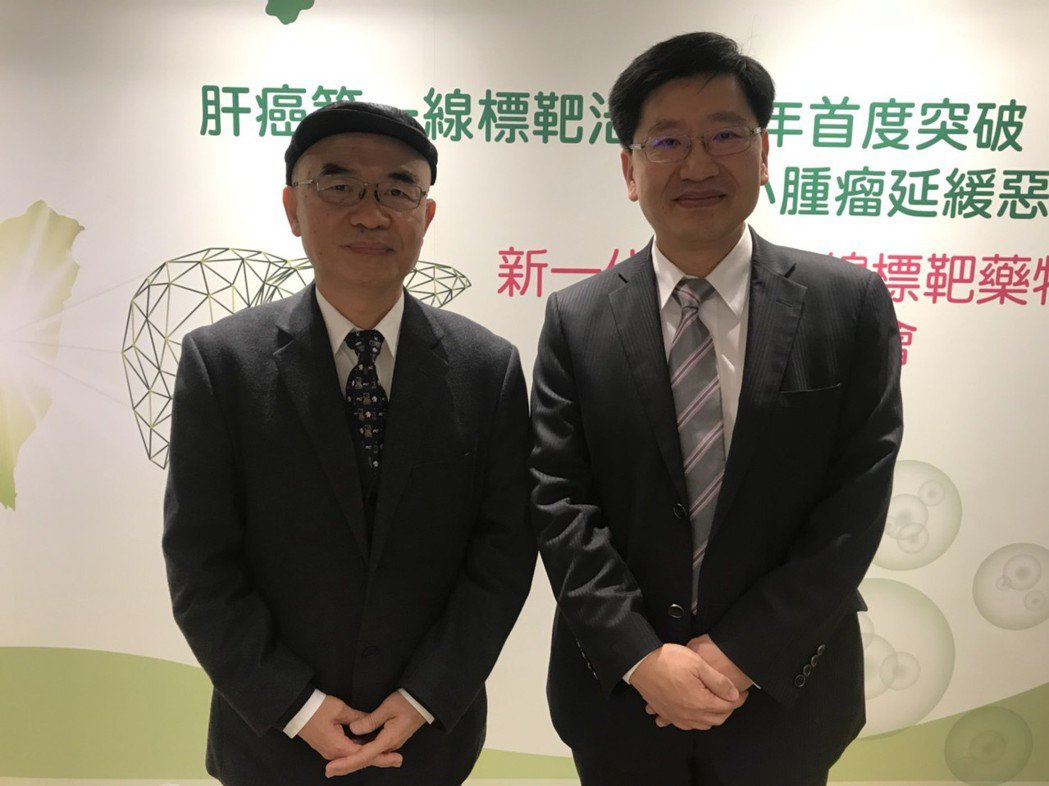 台灣每年高達8000人死於肝癌,台灣肝癌醫學會理事長林錫銘(左)與台北榮總胃腸肝...