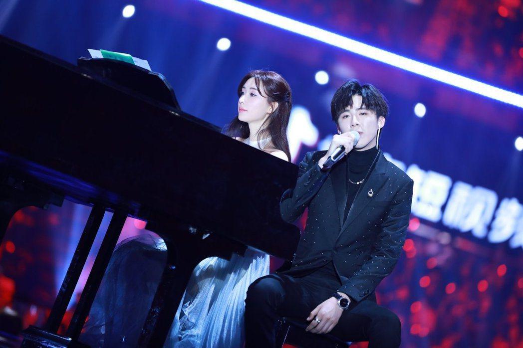 林志玲先前幫「摩登兄弟」主唱劉宇寧伴舞,意外引起網友討論。圖/摘自微博