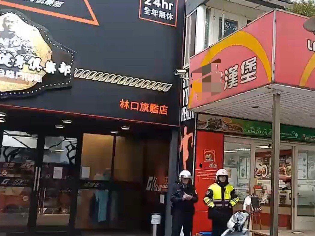 林口分局加派警力巡邏,更有警員直接在館長所經營的健身房前站崗。記者巫鴻瑋/翻攝