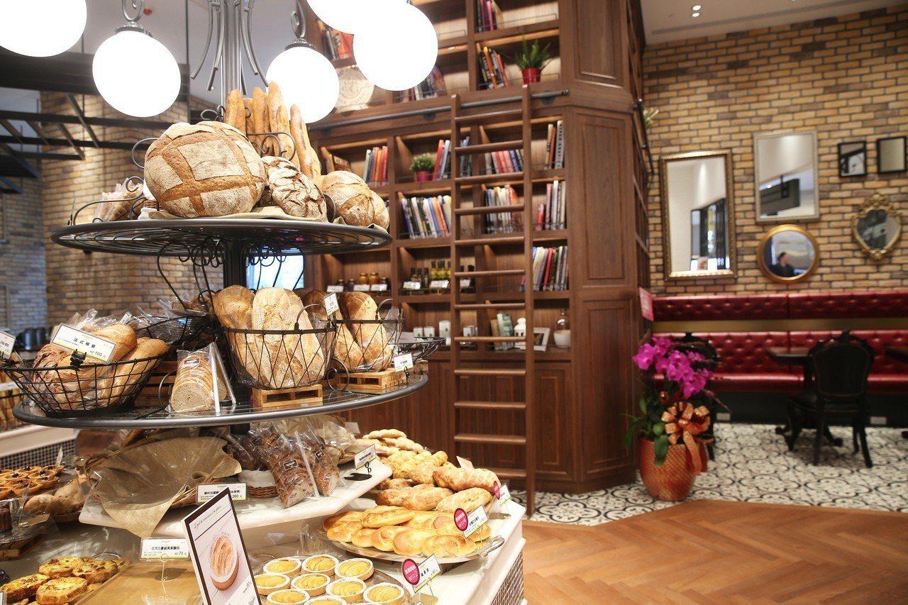 le Boulanger de monge的空間設計彷彿巴黎家庭的日常起居室。記...