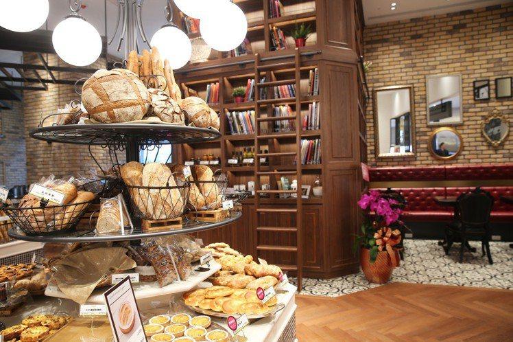 le Boulanger de monge的空間設計彷彿巴黎家庭的日常起居室。圖...