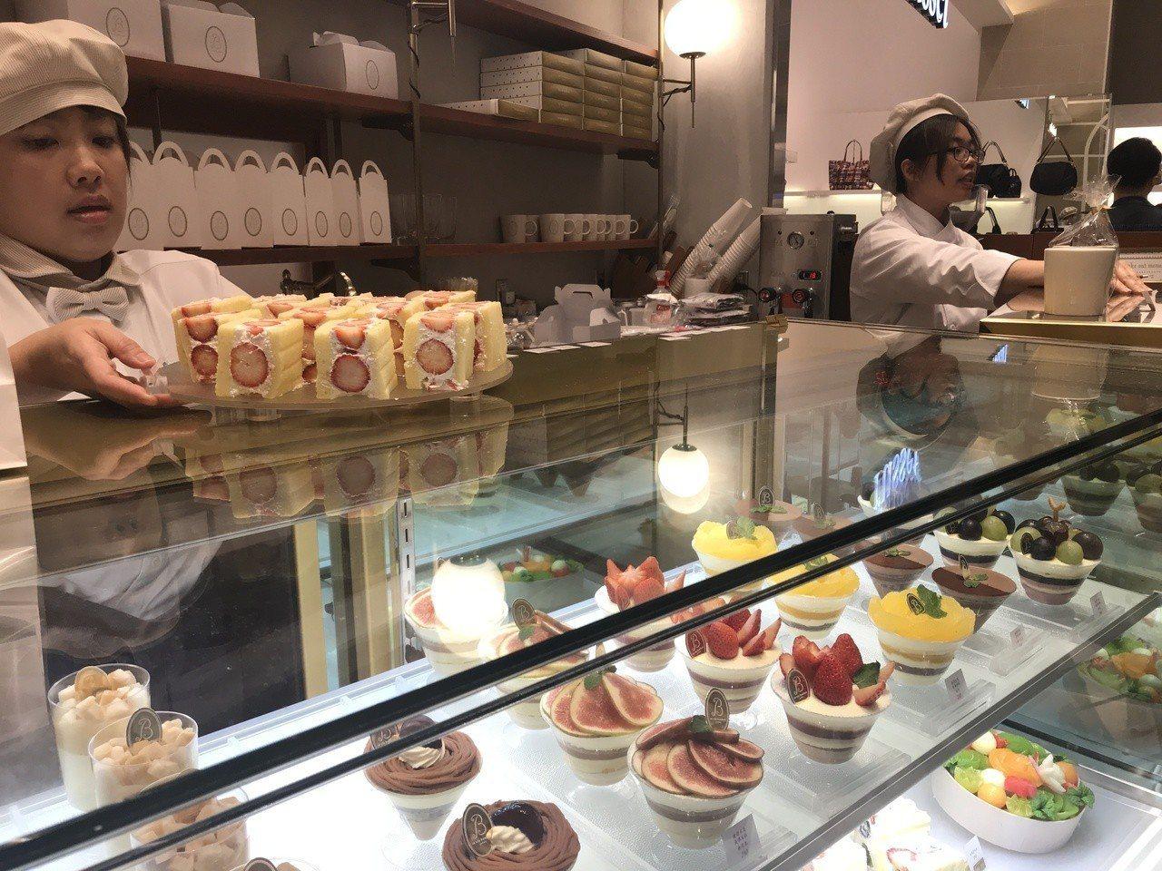 la vie bonbon以提供各式新鮮水果蛋糕、水果塔為主。記者江佩君/攝影