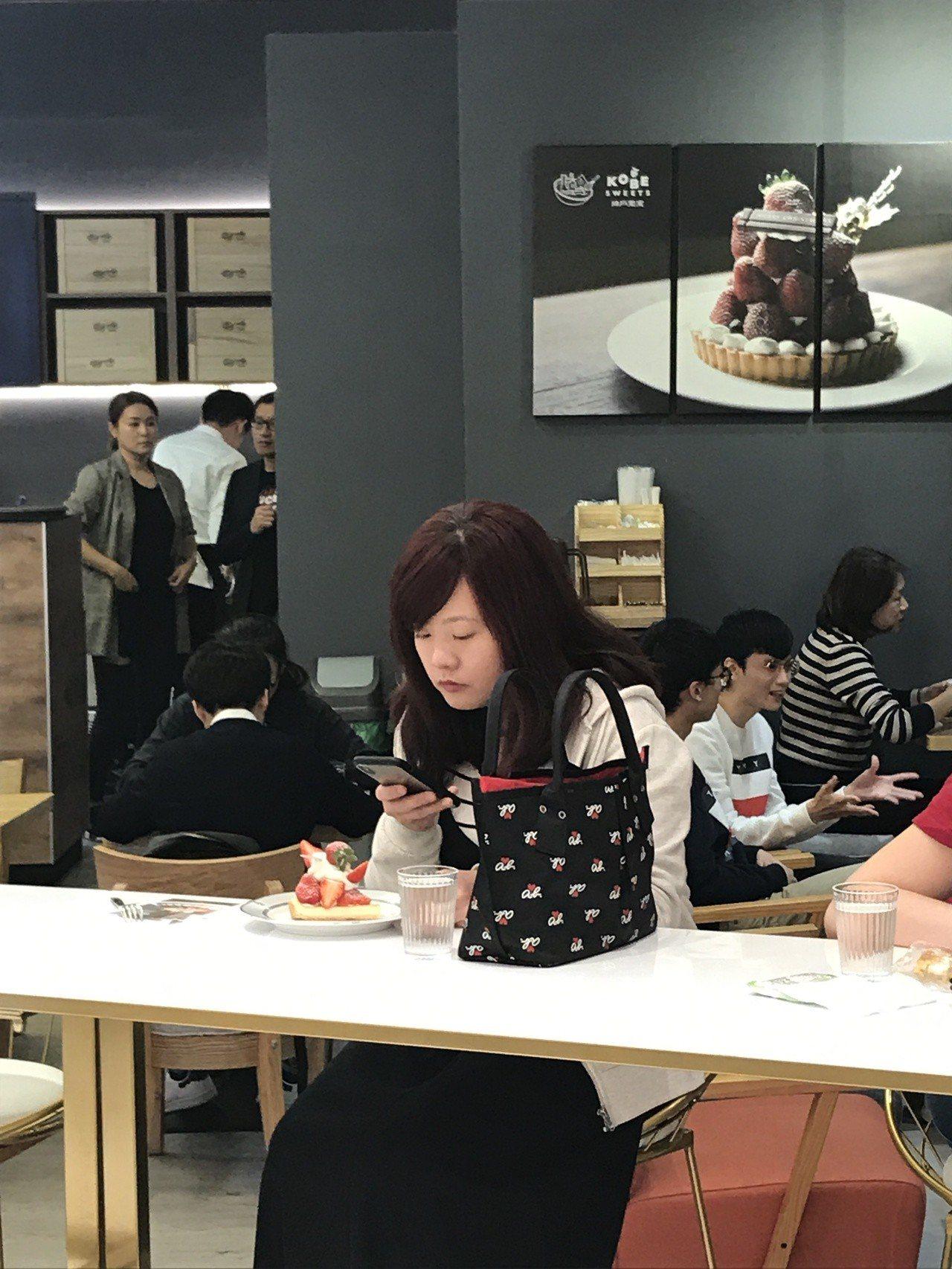 Kobe sweets cafe的水果蛋糕外表相當吸睛。記者江佩君/攝影