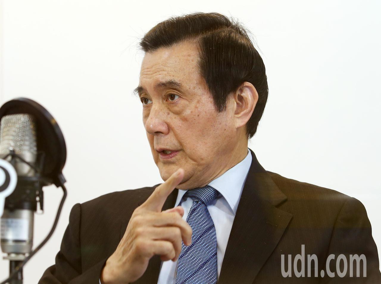 前總統馬英九接受電台專訪,針對蔡英文總統拒絕「九二共識」,陸委會更批評馬前總統在...