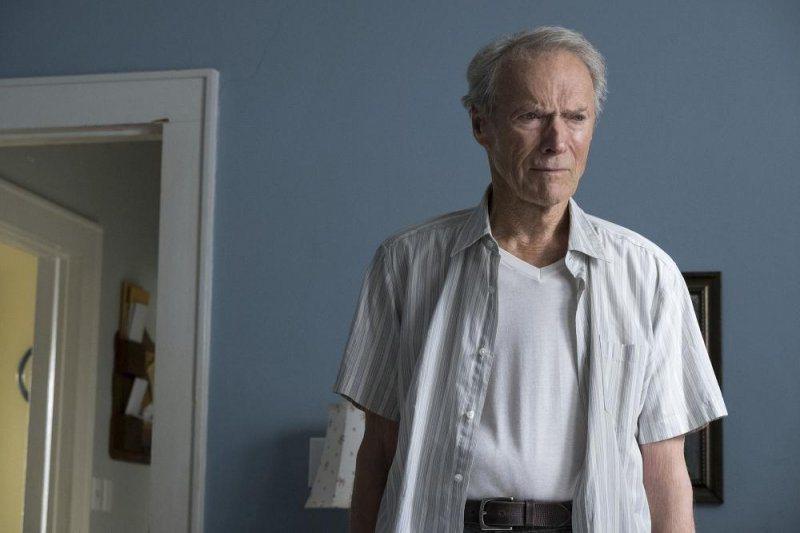 克林伊斯威特在新片「賭命運轉手」飾演一名走投無路的老運毒手。圖/華納兄弟提供