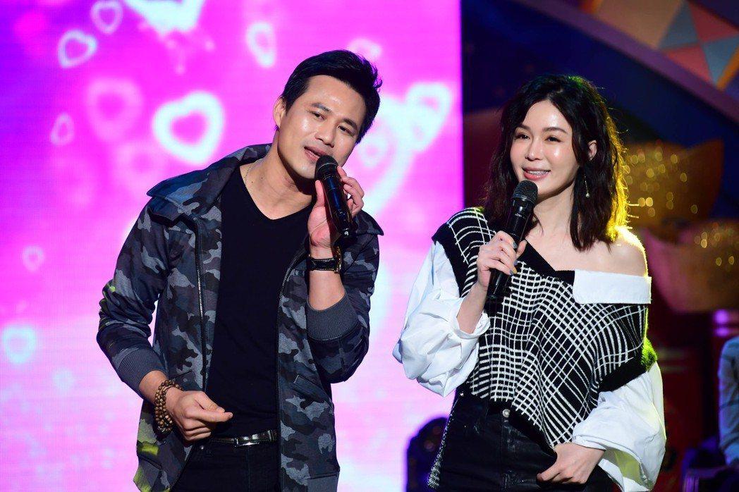 陳國華(左)和老婆Ivy一起上華視「超級同學會」唱甜蜜情歌。記者葉君遠/攝影