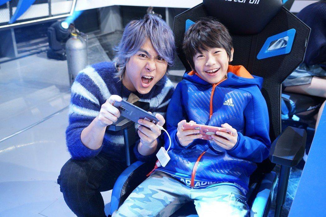 王仁甫的兒子YAYA打遊戲遠勝過老爸。圖/狼谷競技提供