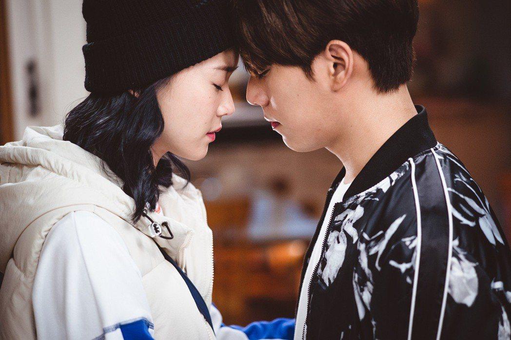 林子閎、鍾瑶演出「艾蜜麗的五件事」。圖/東森提供