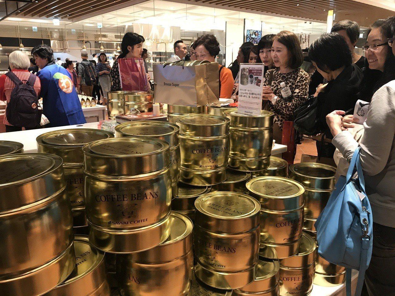 微風超市南山旗艦店,特色商品的多元性吸引消費者造訪。記者江佩君/攝影