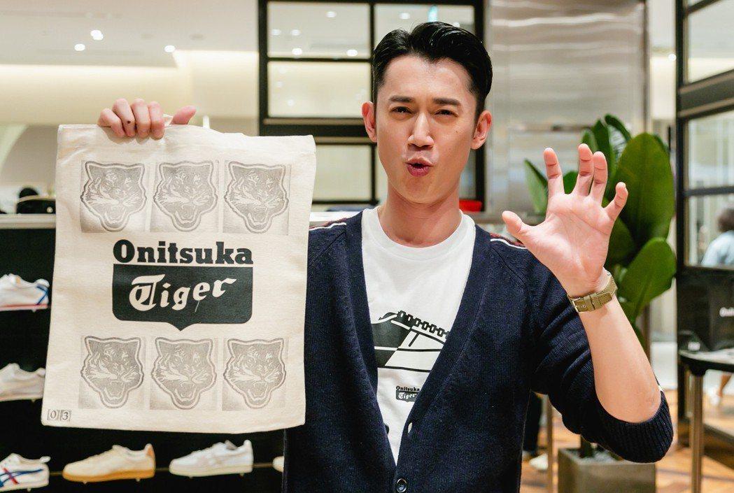吳慷仁親自製作帆布包。圖/Onitsuka Tiger提供