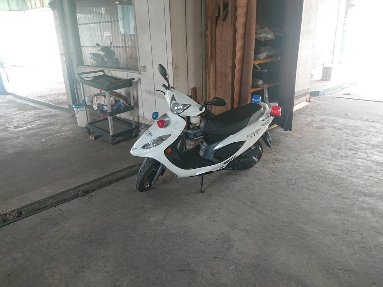 遭搶奪的警用機車,今早在樹林區中正路一處加油站被發現。記者巫鴻瑋/翻攝
