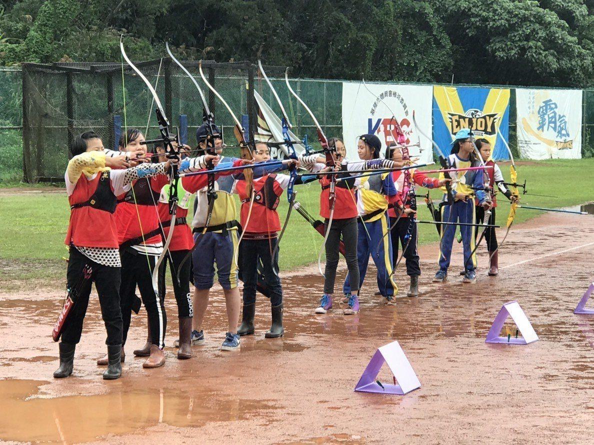 基隆市中小學聯合運動會射箭項目今天在市立棒球場舉行。圖/基隆市政府提供
