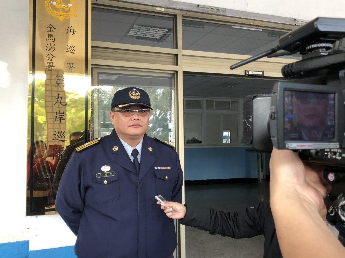 第九岸巡隊副隊長王榮忠表示,這名吳姓婦人是因為走路姿勢怪怪的,才被查獲。記者蔡家...