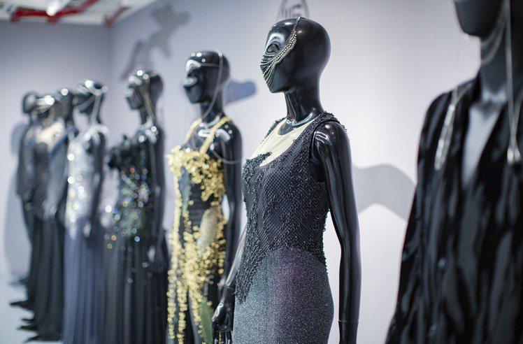 複合式時尚生活快閃概念店展出汪俐伶的經典作品,並提供現場訂製。圖/WANGLIL...