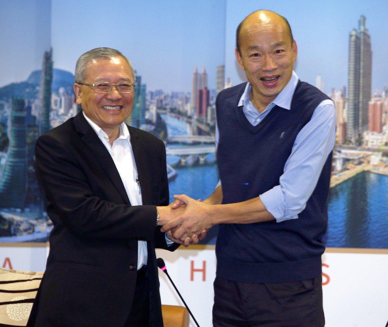 中油董事長戴謙訪高市長韓國瑜。記者劉學聖/攝影