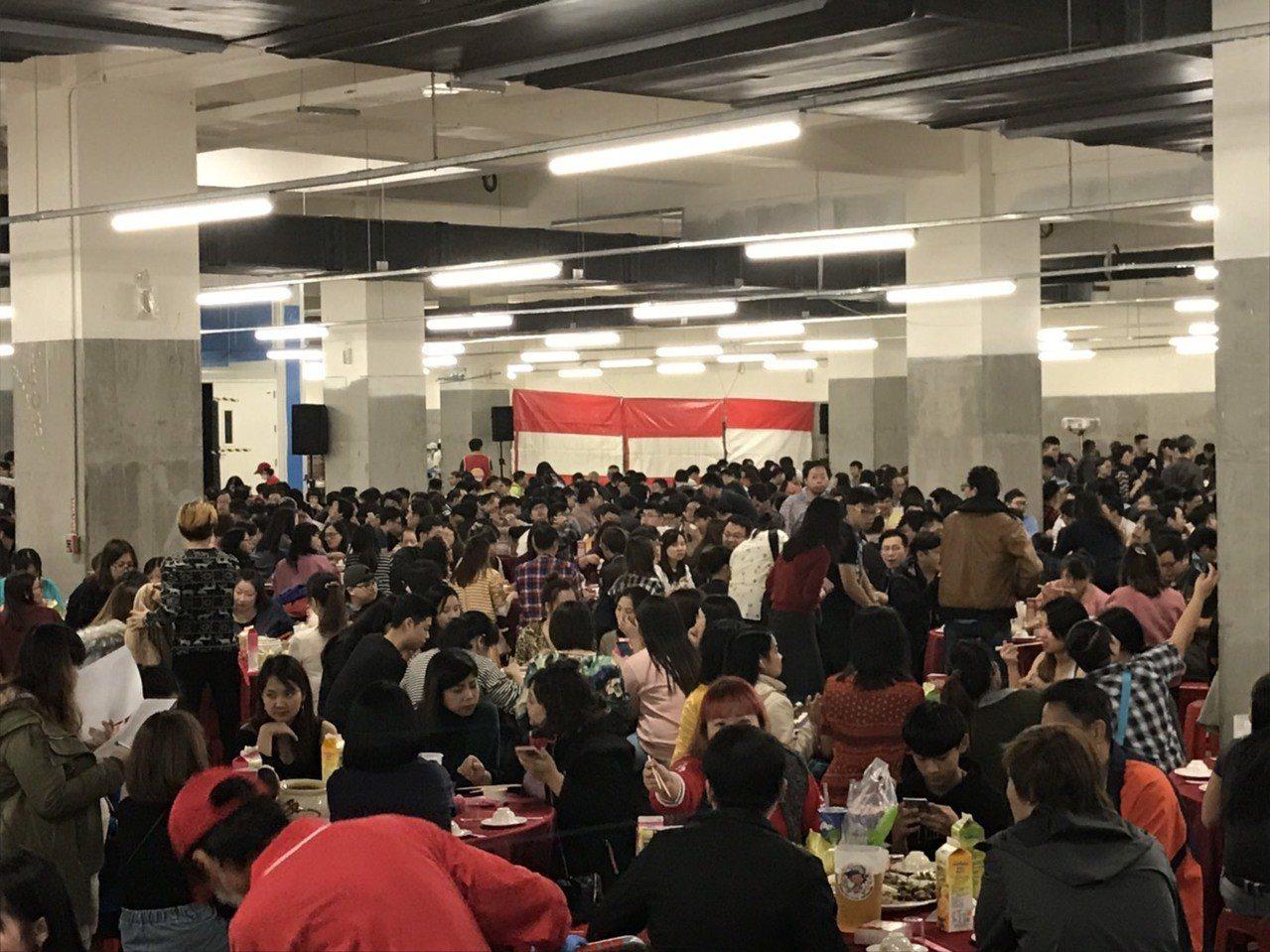 京元電子晚間在苗栗銅鑼二廠辦尾牙,席開470桌,場面熱絡。圖/京元電子提供