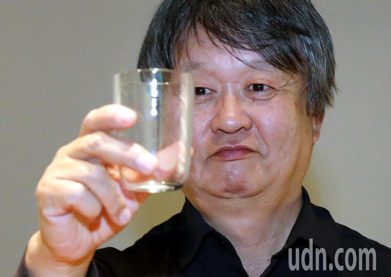深澤直人設計的水杯,有「一點點」不一樣。記者林俊良/攝影