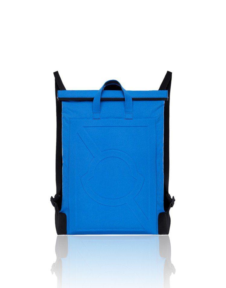 鈷藍色後背包,售價24,500元。圖/MONCLER提供