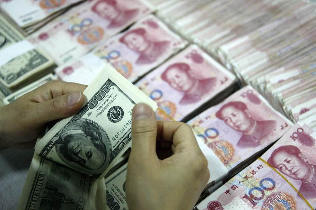 美元今年怎麼跌?取決於中國。     法新社