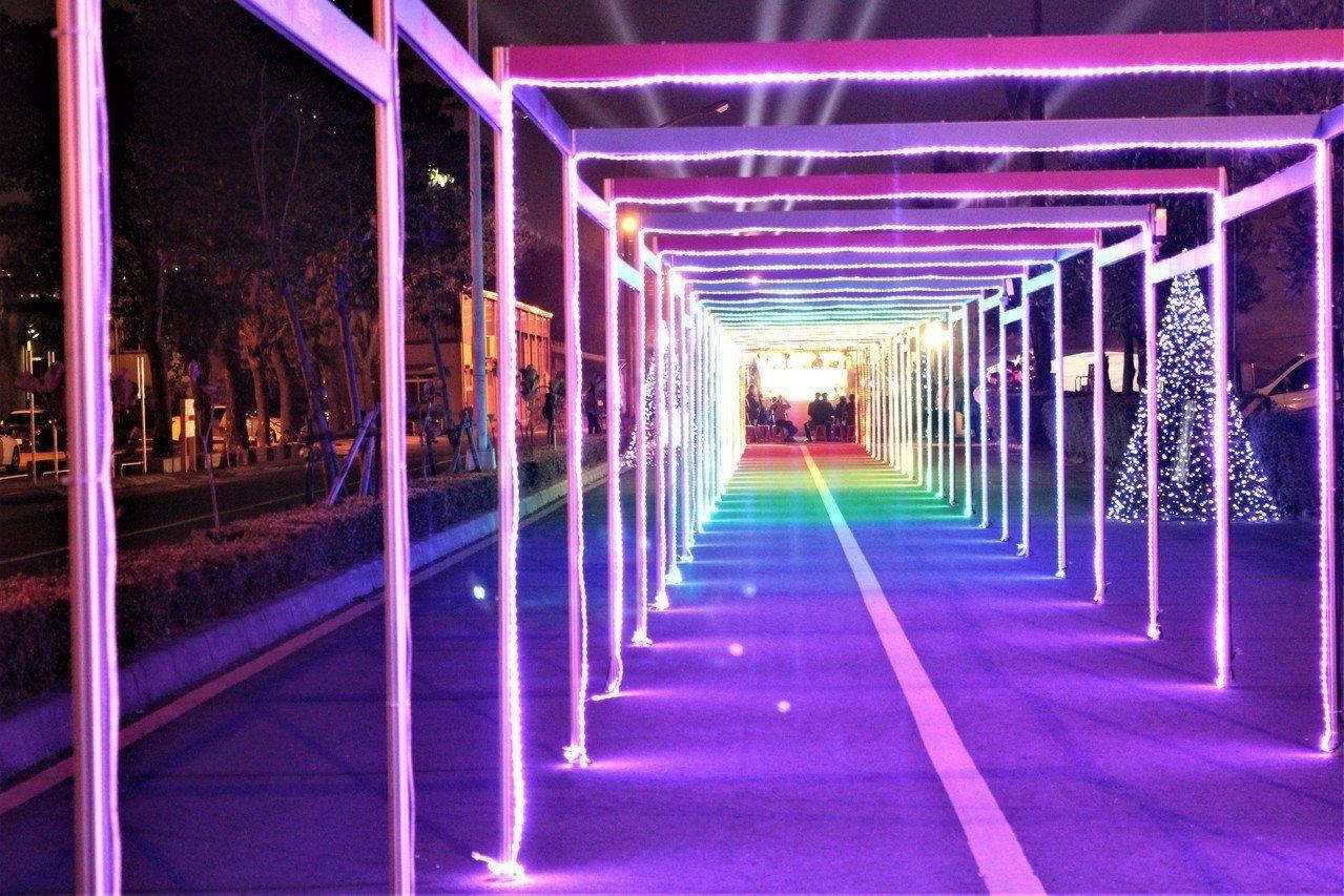 今年高雄市愛河燈會確定2月9日開,元宵節後的2月20日閉幕。圖/高雄市觀光局提供