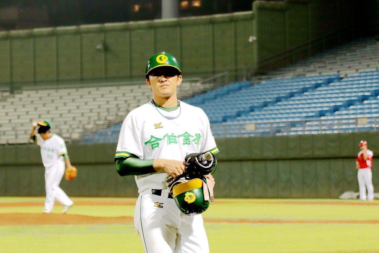 林加祐重拾球員身份,單場敲出兩安。 圖/中華棒球協會提供