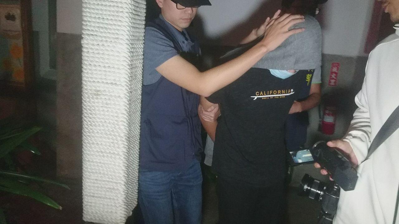 面對媒體詢問,潘俊皓回說只和一名少女交往過。記者尤聰光/攝影