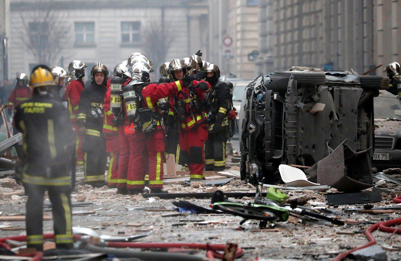 現場消防人員搶救中。 路透社