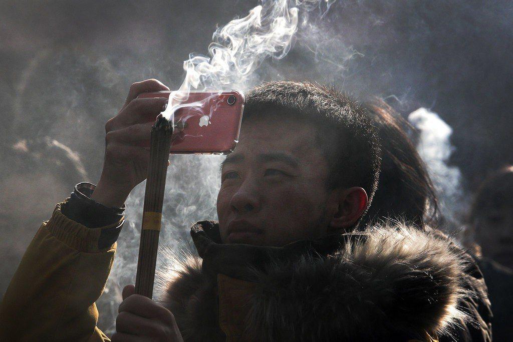 蘋果手機在中國大陸買氣遇挫。 美聯社
