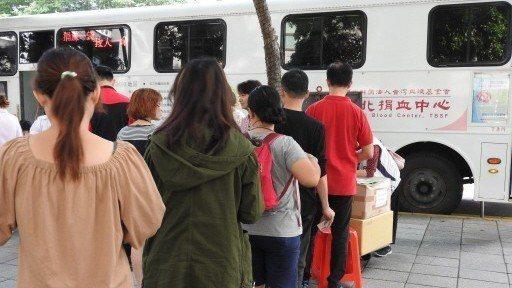 台北捐血中心的血庫庫存量,日前達到20年來最低,僅有2.5天的庫存,盼民眾能養成...
