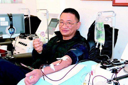 台灣捐血人次雖然增加,但人數卻不增反減,且熱血捲袖多是長輩,年輕人鮮少有定期捐血...