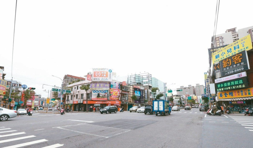 桃園市中山路、國際路口周邊,交通便利,生活機能完善。 記者黃義書/攝影