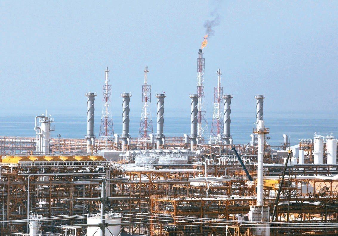 今年國際油市的主戲碼雖是石油國輸出組織及夥伴國(OPEC+)、與美國總統川普之間...