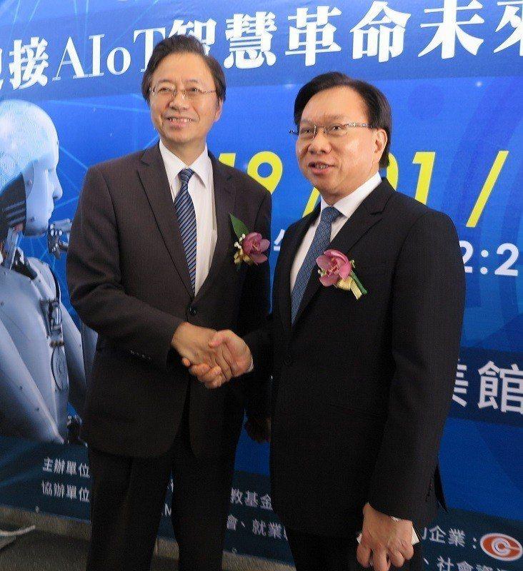 前行政院長張善政(左)與金可集團董事長蔡國洲。 蔣佳璘/攝影